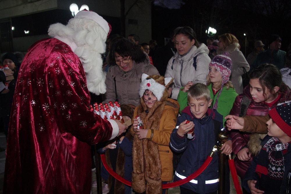 Запалване на Коледните светлини в Правец